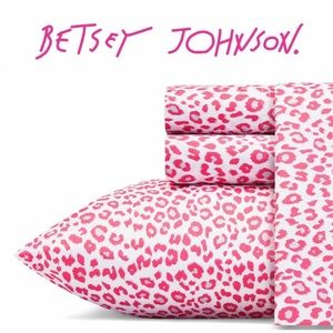 Betsey Johnson Betseys Pink & Grey Leopard Sheets